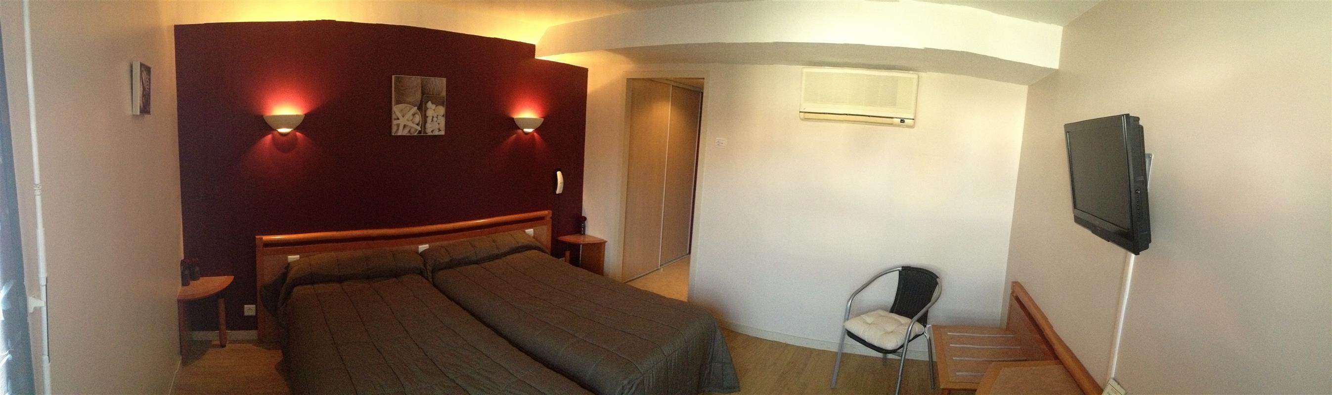 Chambre twin grand confort hotel 2 toiles saint for Chambre twin